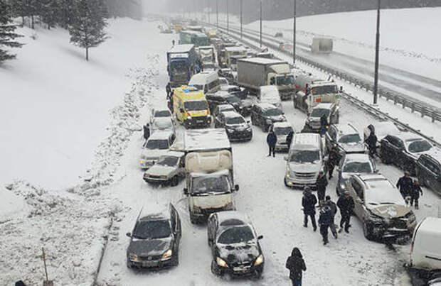 Массовая авария на трассе М-2 «Крым»: 16 машин и пострадавшие