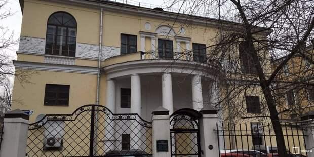 История района: дом Скакового общества