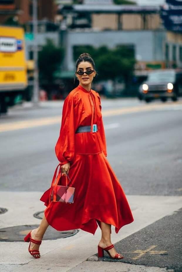 Сезон полон драмы и ярких трендов: как носить модный Total Red осенью 2020