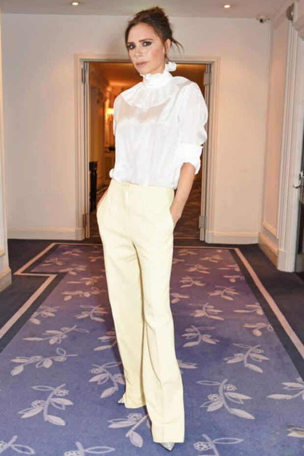 Из простушки в икону стиля: модная эволюция великолепной Виктории Бекхэм