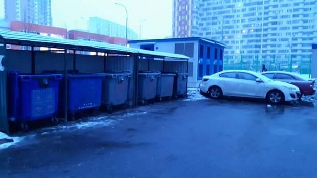 Мусорная площадка на Покровской превратилась в неухоженную свалку
