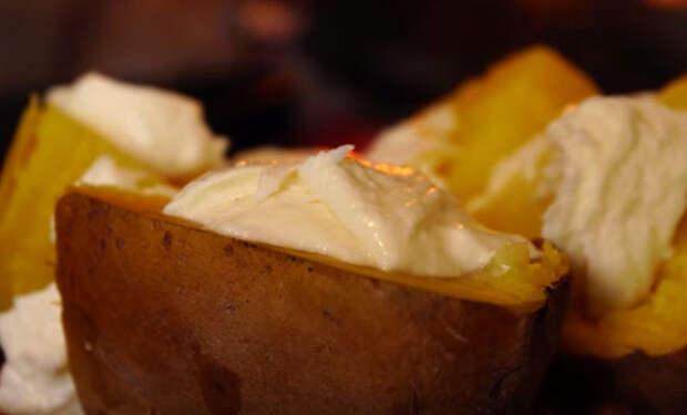 Берем самую большую картофелину и делаем вкуснейшее блюдо