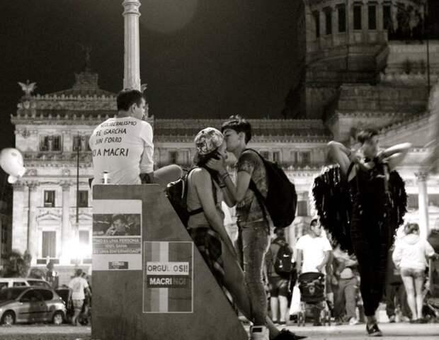 Снимок из серии «Сто поцелуев». Автор фото: Игнасио Леманн (Ignacio Lehmann).