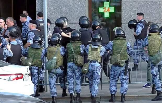 России готовят «прививки» не только от коронавируса, но и от «цветных револ