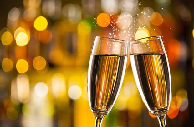 Россияне в 2020 году стали пить больше вина и шампанского