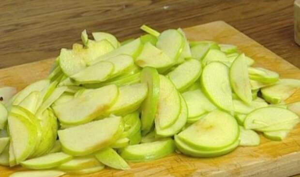 Простой рецепт крутого яблочного штруделя