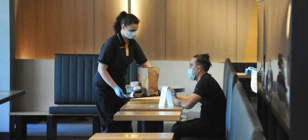 «Мы просто потеряем клиентов»: что рестораторы говорят о бесковидных кафе и зонах