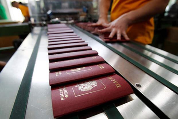 """Правительство России обсуждает вопрос о возвращении в паспорт графы """"национальность"""""""