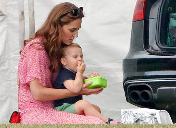 Смузи из кейла и хлопья с яблоками: что едят на завтрак Кейт Миддлтон и ее дети
