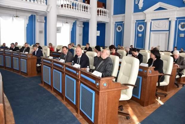 Пока не ушли в отпуск: Овсянников потребовал снова созвать депутатов на внеочередное заседание