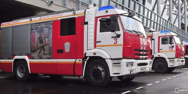 В Марфине пожарные с трудом проехали по двору из-за припаркованных машин