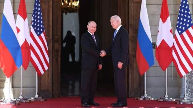 Байден пообщался по телефону с Путиным