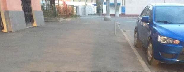 Жители Таможенного проезда обвинили коммунальщиков в системных нарушениях графика уборки