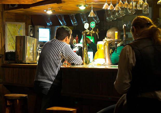 Решил зайти в местный бар поздно вечером - был крайне удивлён спокойствию Россиян