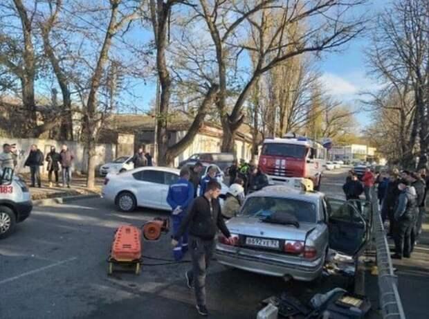 В Симферополе в районе радиорынка столкнулись машины. Фото