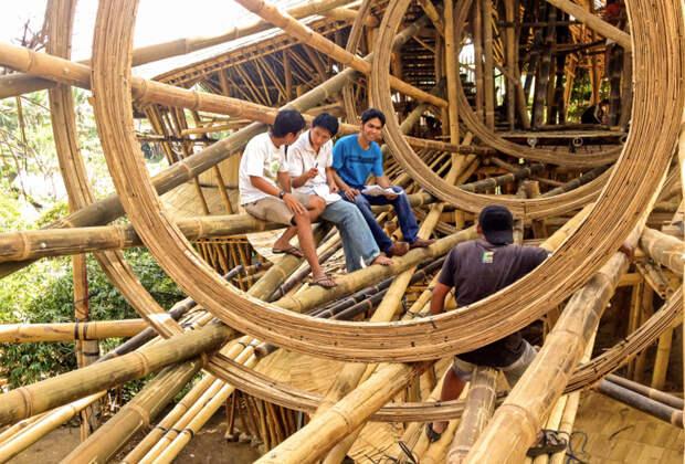 Невероятная бамбуковая архитектура