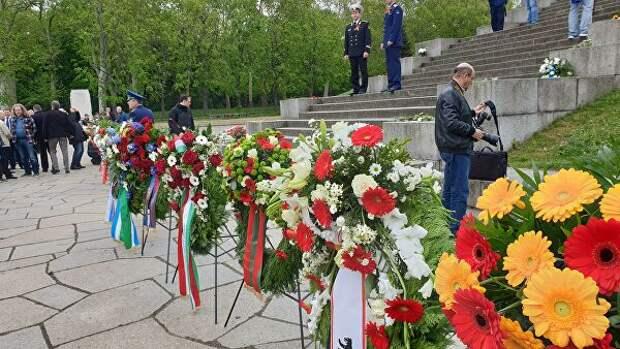Посол Украины в Берлине отказался возлагать цветы вместе с послом РФ
