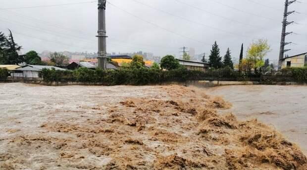 В индийских Гималаях сошла часть ледника и стала причиной мощного наводнения