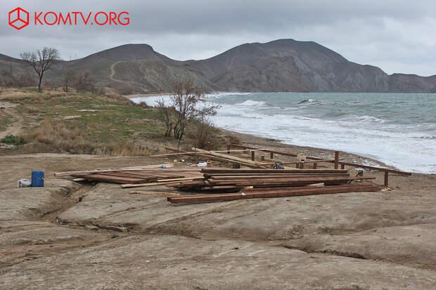 Тихая бухта зимой Крым