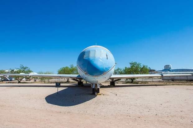 Pima air museum: пассажирский самолет средней дальности Sud Aviation Caravelle VI-R
