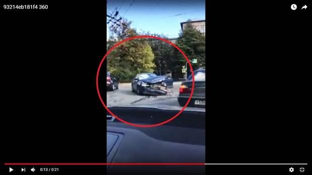 Появилось видео с места ДТП в Петербурге, после которого четверо детей попали в больницу