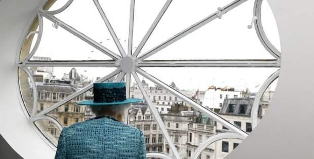 Times: в России любят британскую королеву — но не знают, что сделал её дед