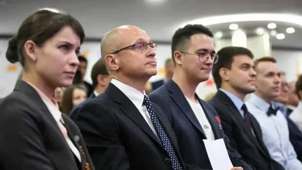 Фото открытых источников.  С.В. Кириенко среди своих сторонников в будущей борьбе за  кресло ... РФ