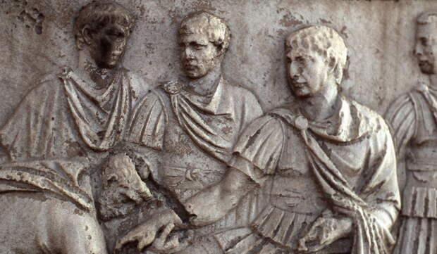 Траян в окружении своих офицеров - Колонна Траяна   Warspot.ru