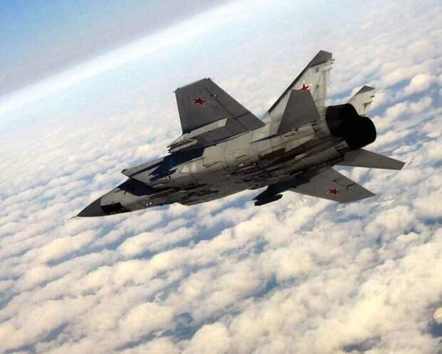 Истребитель ВКС РФ МиГ-31 пресек провокацию НАТО вБаренцевом море