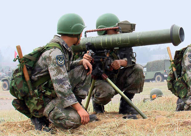 Китай показал на видео испытания нового реактивного гранатомета