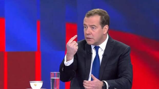 Медведев раскрыл тактику США в отношениях с Россией
