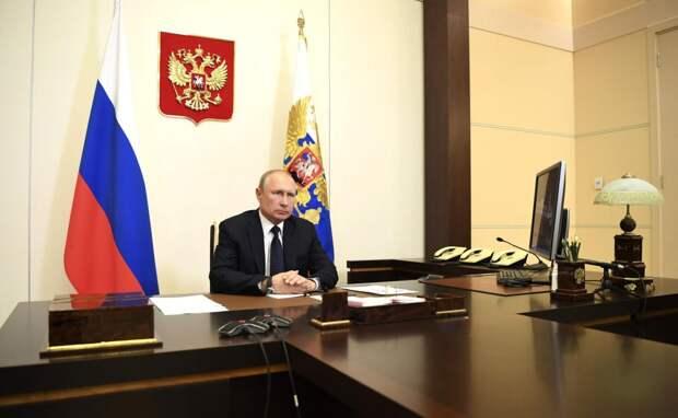 Владимиру Путину доложили о выплатах медицинским работникам