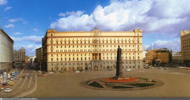 Памятник Дзержинскому – вернуть на Лубянку! Что думают в Москве?