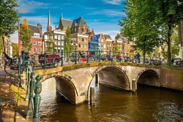 Каналы Амстердама - символы его золотого века. /Фото: wp.com