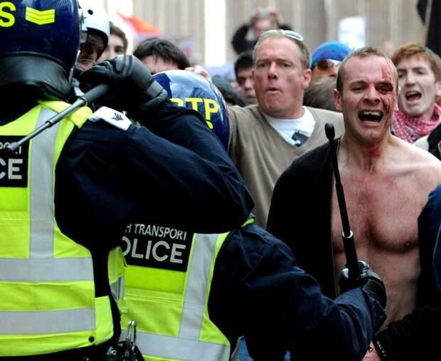 Почему англичане ходят на митинг всего один раз в жизни. Как работает местная полиция
