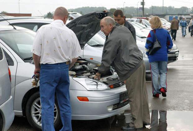 Около половины россиян занижают стоимость автомобиля в договоре купли-продажи