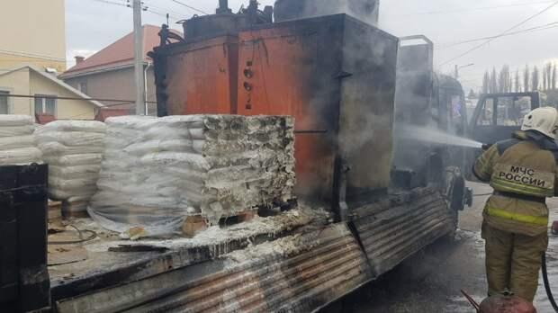 Грузовик со строительной техникой сгорел в Симферополе