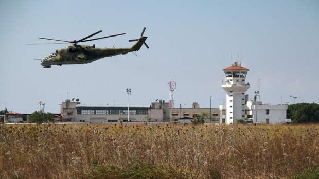 Российский вертолет Ми-24 во время облета авиабазы Хмеймим в Сирии - РИА Новости, 1920, 30.09.2020