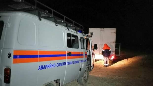 В Крыму спасатели вытащили Mercedes из грязи