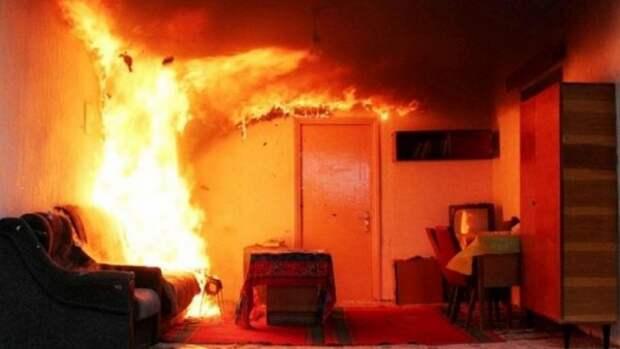 В крымской многоэтажке полностью выгорела квартира (ФОТО, ВИДЕО)