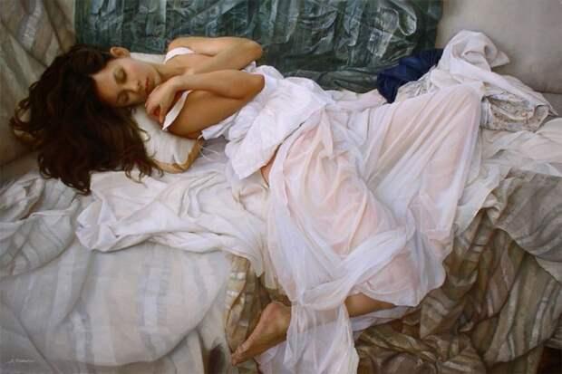 Гиперреалистичные картины маслом, изображающие нежных девушек на простынях