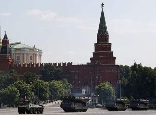 Репетиция военного парада возле Кремля. Москва, Россия, 20 июня 2020 года. REUTERS/Maxim Shemetov