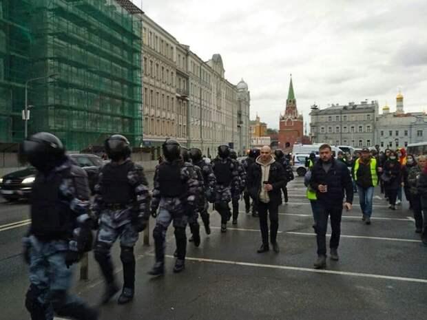 Задержанного в Москве стендап-комика Сиэтлова оштрафовали на 30тыс. рублей