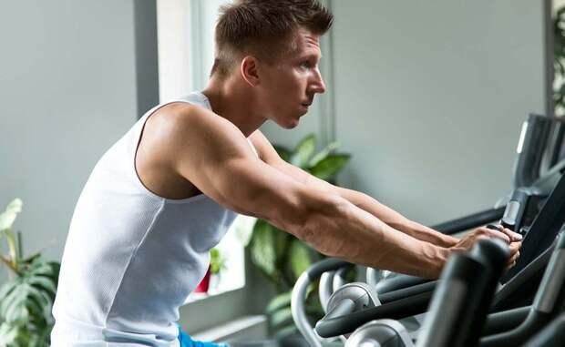 Большую роль играет и продолжительность самой тренировки. Заниматься нужно не менее часа и превышать этот лимит не стоит. Дело в том, что после часа активной работы на тренажерах, тело начинает вырабатывать гормон стресса, кортизол. Он не только заставляет вас чувствовать усталость, но и негативно сказывается на состоянии организма в целом.