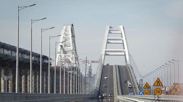 Работа полным ходом: Обнародовано видео начала укладки рельсов на Крымском мосту со стороны Керчи