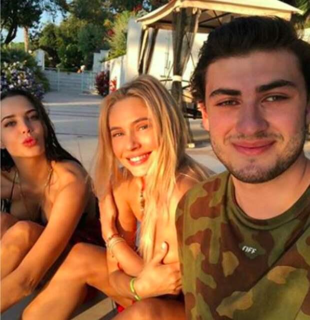 35-летняя Наталья Рудова вышла в свет в неприлично коротком платье — молодится для 19-летнего бойфренда