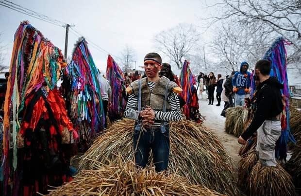Яркие фото знаменитой Красноильской Маланки на Буковине