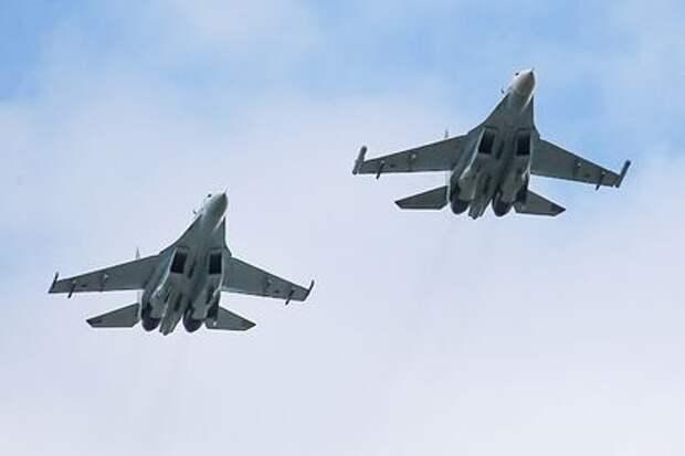 Российские Су-27 перехватили бомбардировщик США над Балтикой