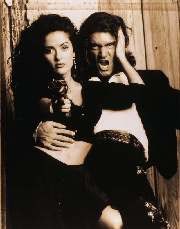 Сальма Хайек (Salma Hayek) и Антонио Бандерас (Antonio Banderas) в фотосессии для фильма «Отчаянный» (Desperado) (1995), фотография 1