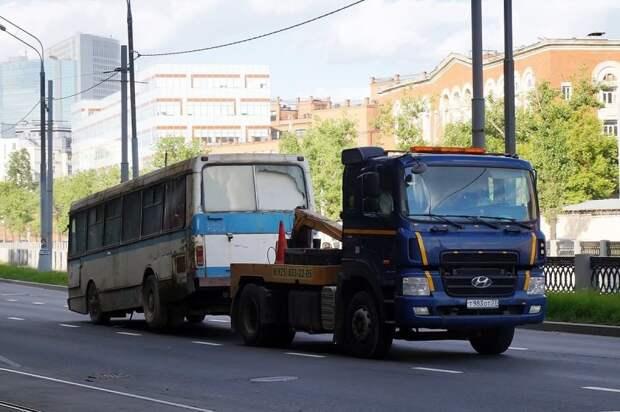 Довольно экзотичный грузовой эвакуатор, сделанный из бывшего автовозного тягача Hyundai HD500 ЛАЗ, ЛАЗ-4969, авто, автобус, кухня, олдтаймер, ретро техника, фудтрак